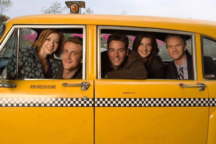 Alyson Hannigan, Jason Segel, Josh Radnor, Cobie Smulders y Neil Patrick Harris, en un posado promocional de la serie 'Cómo conocí a vuestra madre'.
