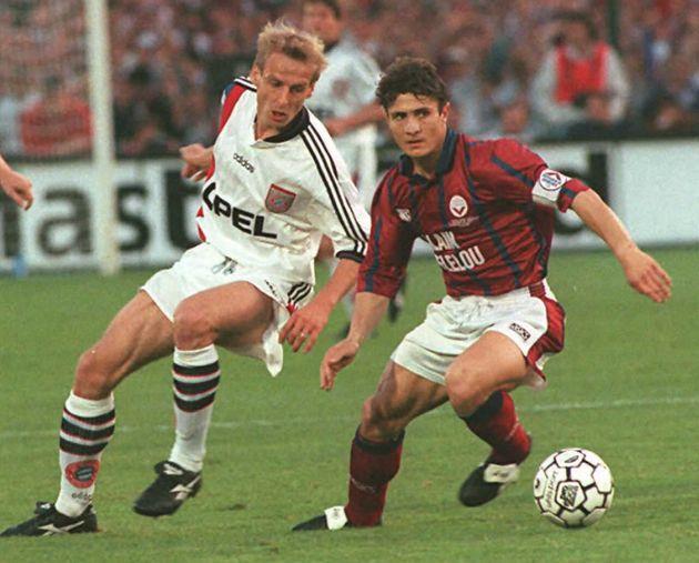 Bixente Lizarazu sous le maillot des Girondins de Bordeaux face au Bayern Munich en finale de la coupe...