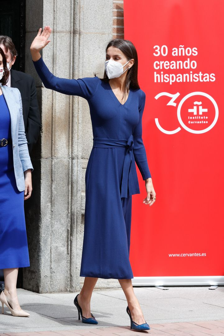 La reina, a la salida del Instituto Cervantes.