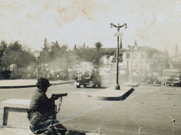 1956 - Βρετανός στρατιώτης πυροβολεί κατά Κυπρίων διαδηλωτών στην