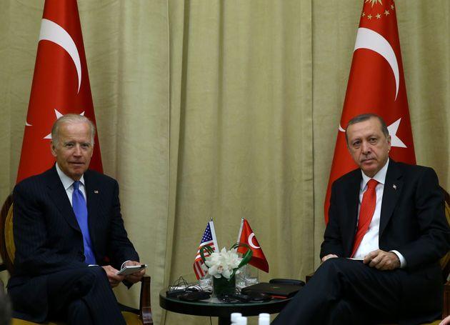 Reuters: Ο Μπάιντεν είπε στον Ερντογάν ότι θα αναγνωρίσει τη Γενοκτονία των