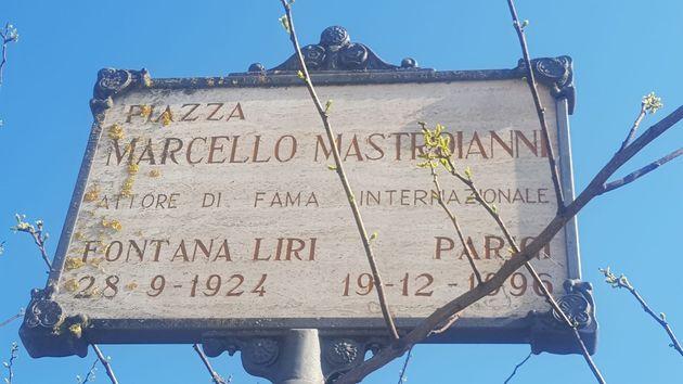 Piazza Marcello Mastroianni, a Fontana