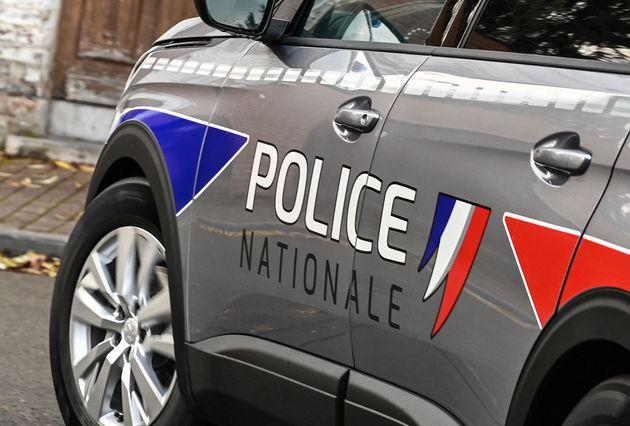 À Échirolles, dans la banlieue de Grenoble, la photo de trois policiers accompagnée de la mention
