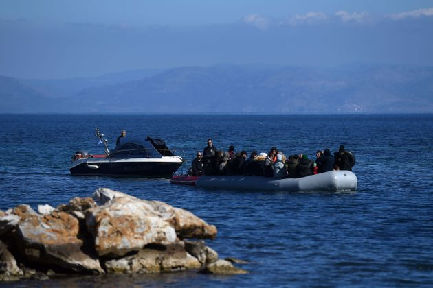 Guardian: Η Ελλάδα κατηγορείται για «σοκαριστικές» απωθήσεις προσφύγων στη