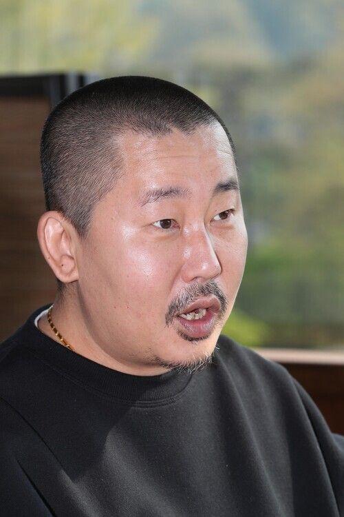 김도훈 전 <허프포스트코리아> 편집장은 2012년 <씨네21>에 쓴 '윤여정론'이 계기가 돼 지풍년 멤버로