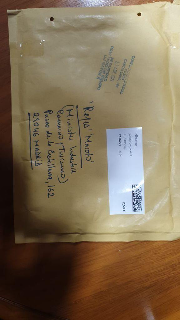 Carta que contiene la navaja que ha recibido este lunes la ministra de Industria, Reyes