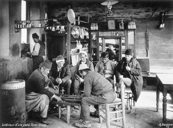 19세기 터키 이스탄불(당시 콘스탄티노플)의 커피 하우스의 모습.
