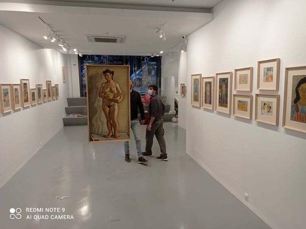 Σε πρώτο επίπεδο η Μαγδαληνή του ζωγράφου της ελληνικής πρωτοπορίας Δανιήλ (1924-2008). Από την αναδρομική του στη γκαλερί Ρώμα (φωτό Μ.Σ).