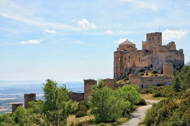 El castillo de Loarre, sobre la Hoya de