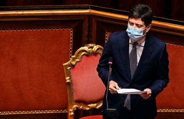 Il ministro della Salute Roberto Speranza mentre riferisce nell'aula del Senato sulle nuove misure per...