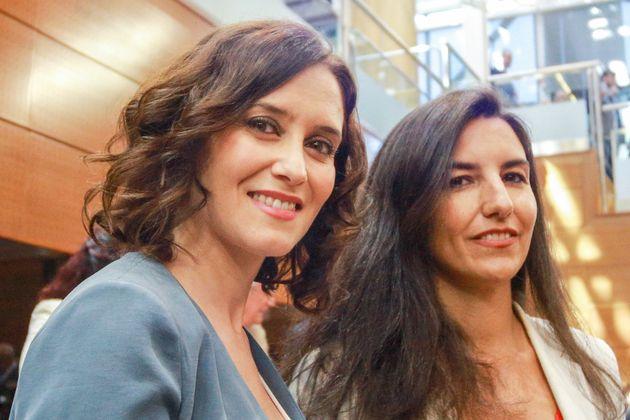 La candidata popular Isabel Díaz Ayuso junto a la de Vox, Rocío Monasterio, en la Asamblea de