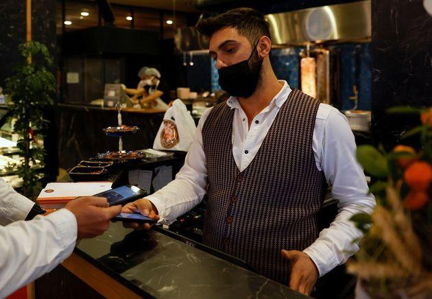 Πληρωμή σε κατάστημα στην Τουρκία