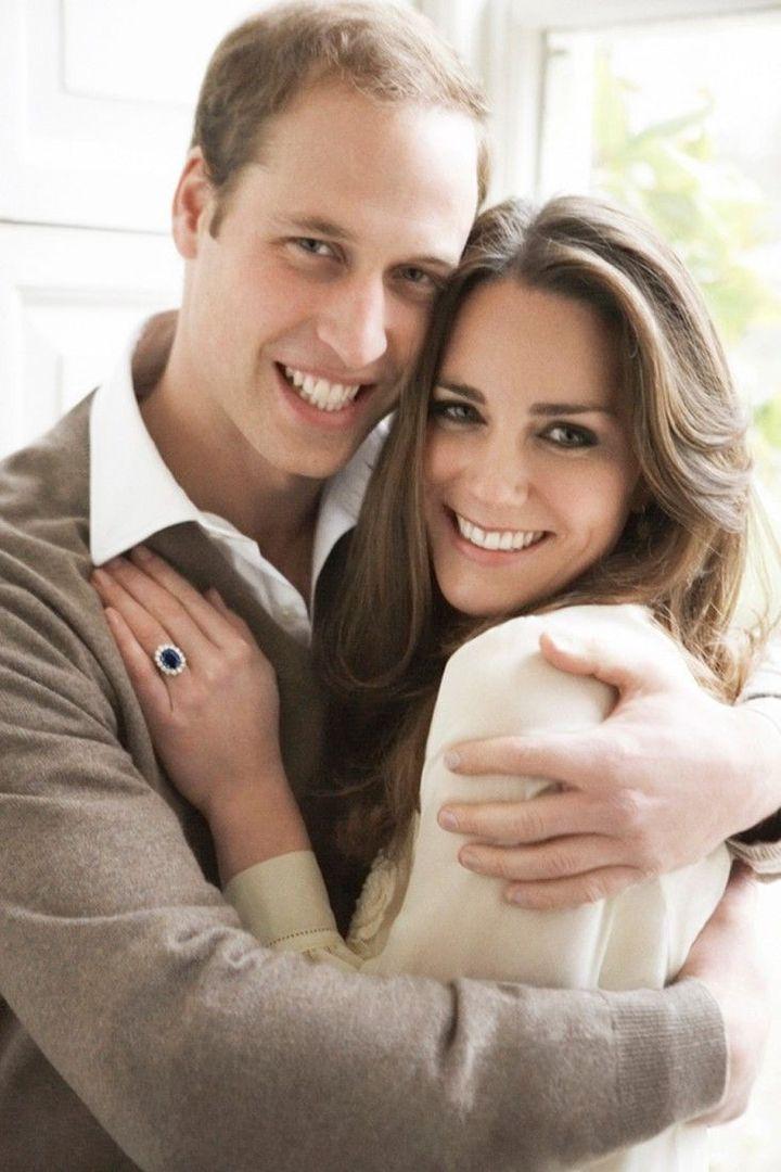 El príncipe Guillermo y Kate Middleton, retratados por Mario Testino por su compromiso.