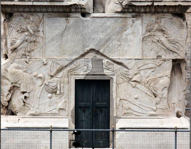 Δύο φτερωτές Νίκες: Βάση του θριαμβικού στύλου του Τραϊανού (περίπου 130 μ.Χ.),
