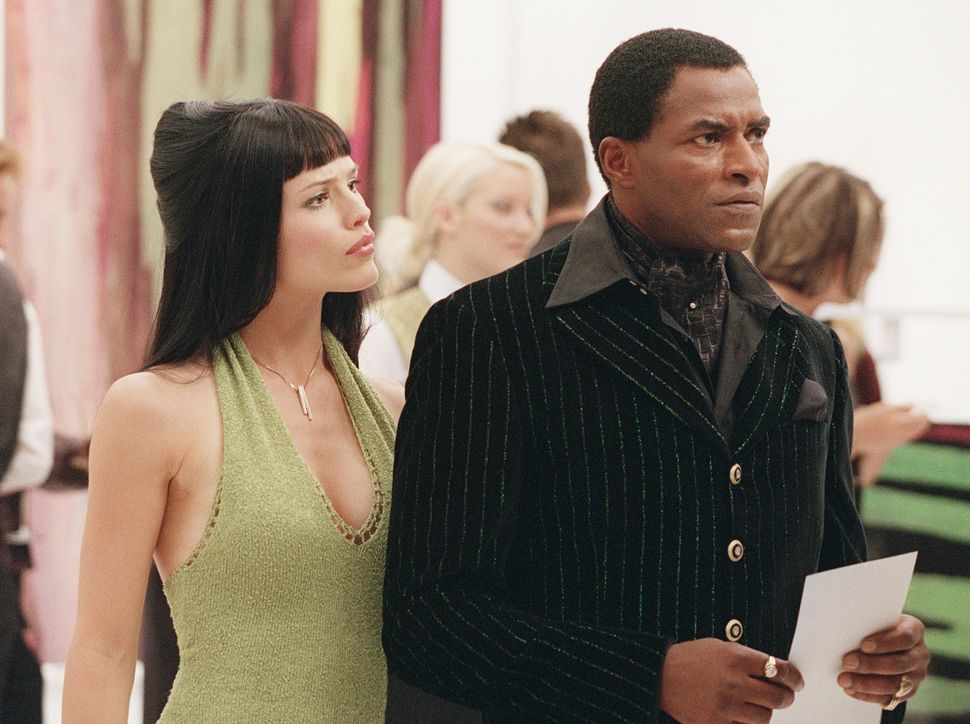 """Jennifer Garner and Carl Lumbly in a first season episode of """"Alias."""" Garner told HuffPost,""""I have been waiting f"""