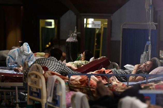 Pacientes con coronavirus desbordan los hospitales de