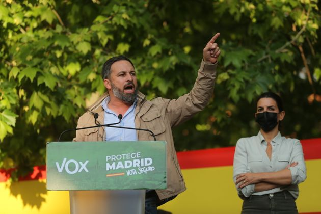 El presidente de Vox, Santiago Abascal, interviene en una acto del partido en Aranjuez junto a la candidata,...