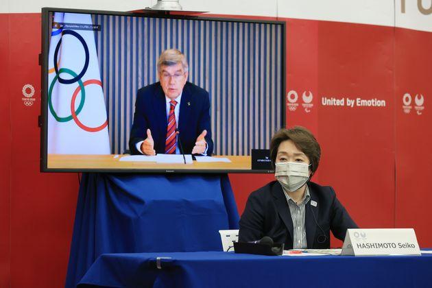 東京五輪・パラリンピックに向け5者協議で、IOCのバッハ会長の発言を聞く大会組織委員会の橋本聖子会長(4月28日撮影)