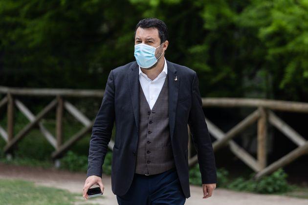 26/04/2020 Milano, Matteo Salvini mangia all aperto al Bar Bianco per il primo pranzo dopo le restrizioni...