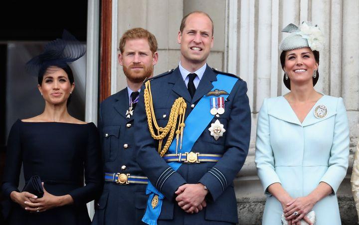 Los duques de Sussex y los de Cambridge, fotografiados en un acto en Buckingham en 2018.