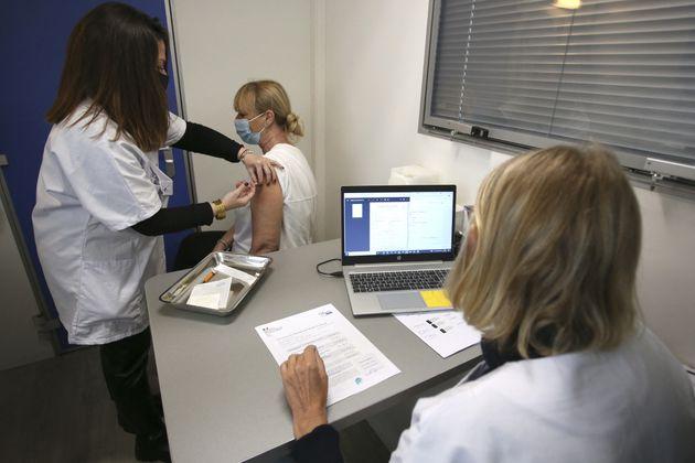 À partir du 15 juin, tous les adultes qui le souhaitent pourront se faire vacciner contre le covid-19...