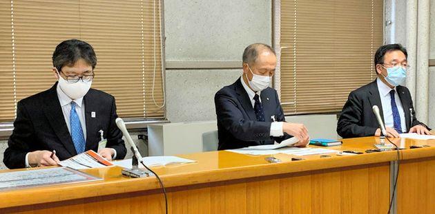 大型連休を前に注意を呼びかける記者会見を開く名古屋市幹部=市役所