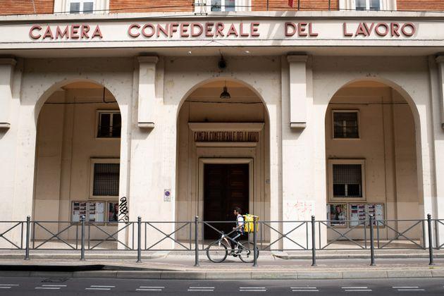 01/05/2020 Bologna deserta, Rider al lavoro nel giorno della Festa dei Lavoratori, durante il lockdown...