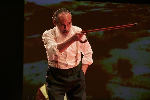 Francesc Garrido en una escena de 'La casa de los espíritus', en el Teatro Español.