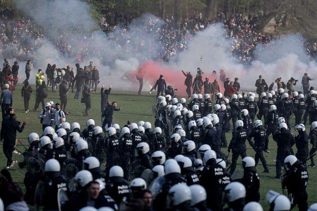 Evacuation du Bois de la Cambre à Bruxelles le 1er mai après une fête