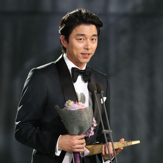 제 53회 백상예술대상 TV부문 최우수 남자 연기상 수상한