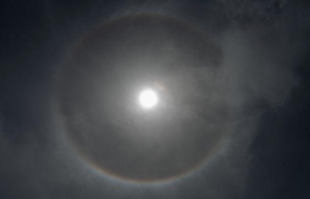 Σεληνιακή άλως: Το σπάνιο φαινόμενο έκανε την εμφάνισή του στον ουρανό της