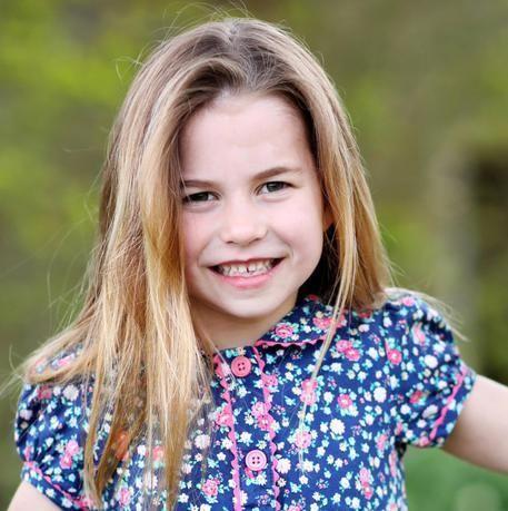 I 6 anni della principessa Charlotte in una nuova foto scattata da mamma