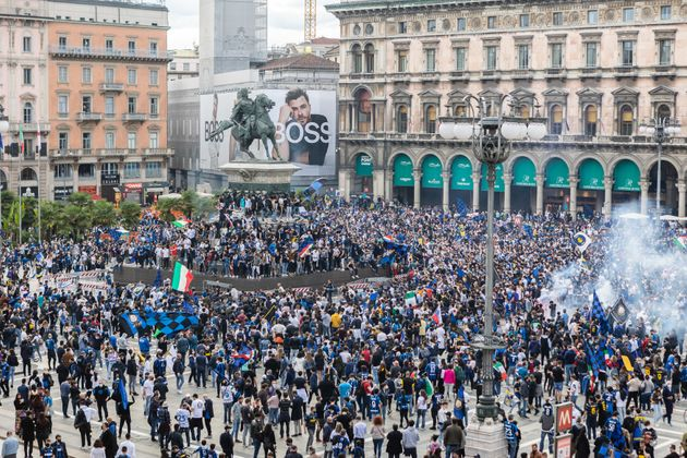 02/05/2020 Milano, L Inter vince lo scudetto, festeggiamenti dei tifosi in Piazza