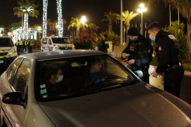 Un contrôle de police à Nice, le 30 janvier