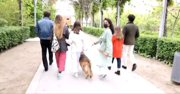 Rocío Monasterio, paseando junto a su