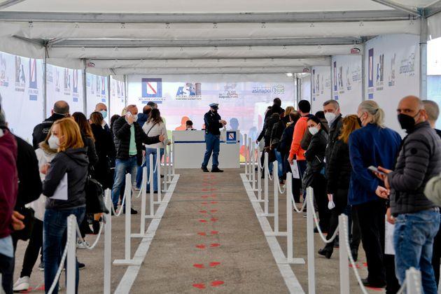 Vaccini, Figliuolo alle Regioni: «Prenotazioni anche per i 40enni da lunedì»