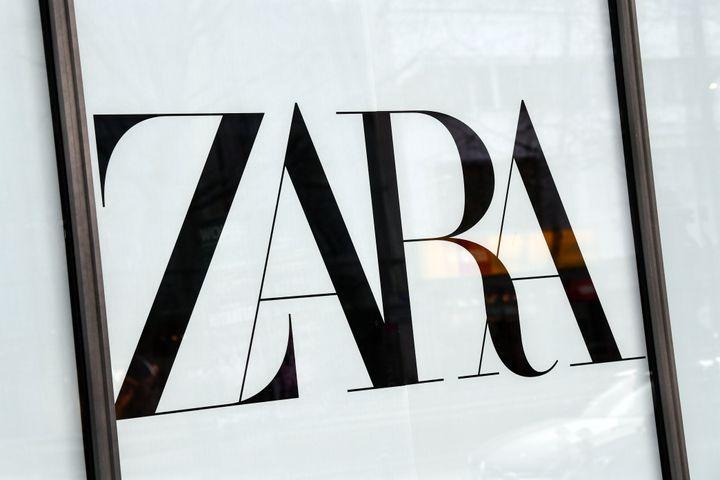 Logo de Zara en una tienda de la firma.