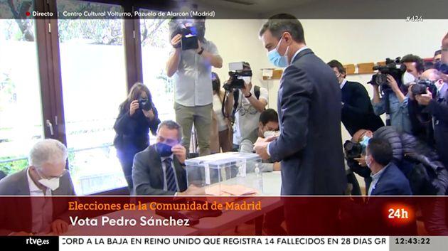 Pedro Sánchez, votando en