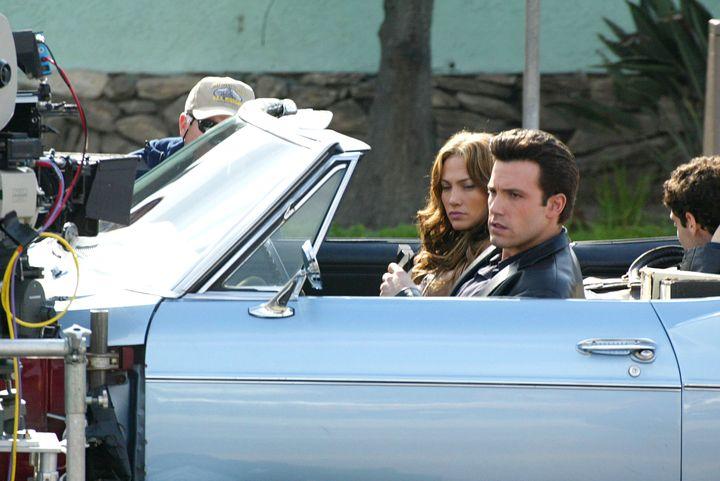 Jennifer Lopez y Ben Affleck en el rodaje de 'Gigli' en 2003, película en la que se conocieron.