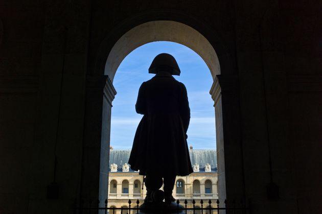La statue de Napoléon aux Invalides à Paris. (photo Gim42 via Getty