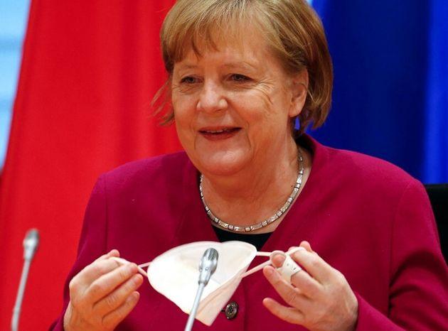 Covid-19: L'Allemagne va lever des restrictions pour les vaccinés (photo d'illustration d'Angela Merkel...