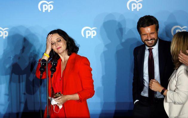 La presidenta madrileña y candidata a la reelección, Isabel Díaz Ayuso, celebra su victoria en las elecciones...