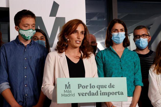 Mónica García valora, rodeada de su equipo, los resultados del