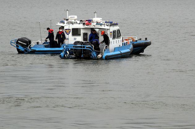4월 30일 서울 반포한강에서 경찰이 수색작업을 하고