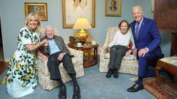 La foto de los 'gigantes' Biden con los 'diminutos' Carter que asombra en las