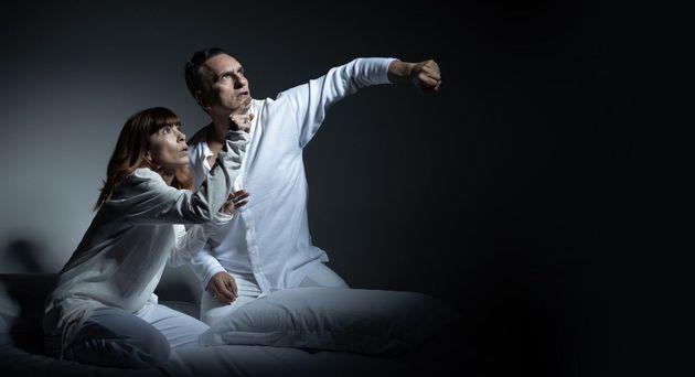 «Το κουνούπι»: Μία ακουστική παράσταση με την Μυρτώ Αλικάκη και τον Νίκο