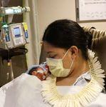 임신 사실 모르고 비행기에서 갑자기 출산한 여성이 마주한 뜻밖의