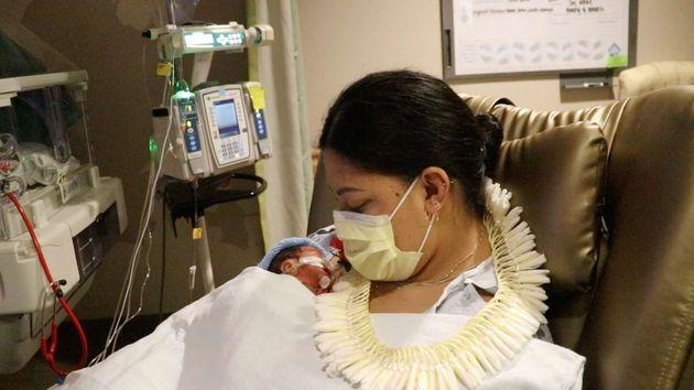 비행기에서 출산한 여성과