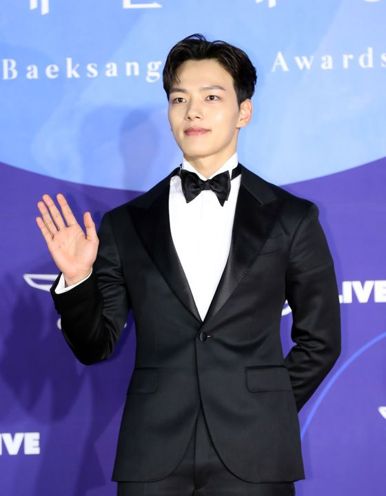 2019년 5월 1일, '제 55회 백상 예술대상' 레드카펫 행사에서 배우