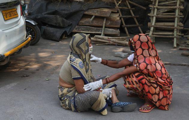 Τους 4.000 αγγίζουν οι νεκροί από κορονοϊό το τελευταίο 24ωρο στην Ινδία - Εξάπλωση και στην